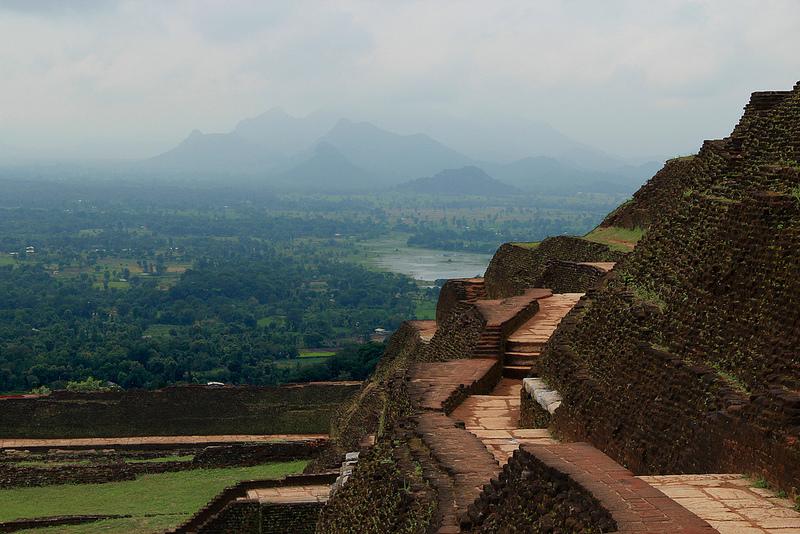 Гора Сигирия, Шри-Ланка, Дворец Кашьяпы