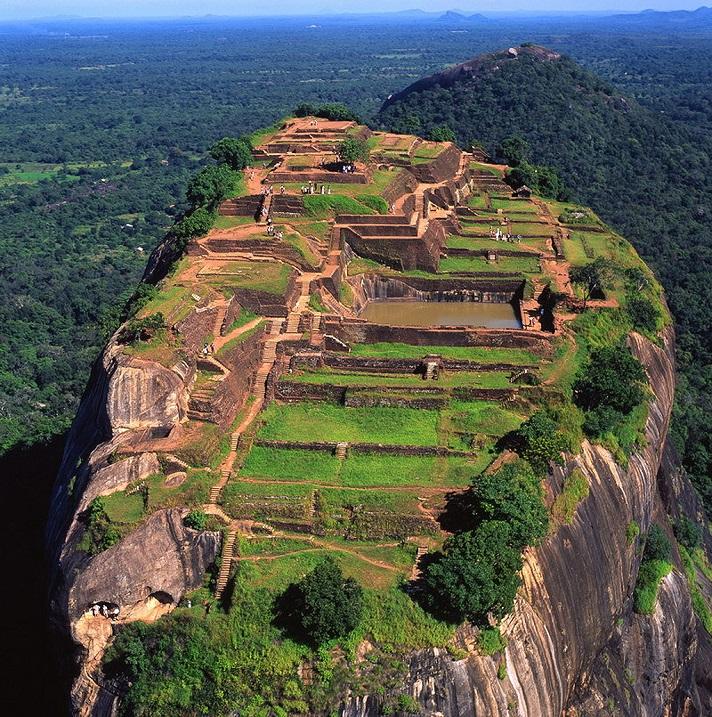 Дворец, построенный на горе Сигирия принцем Кашьяпой, Шри-Ланка