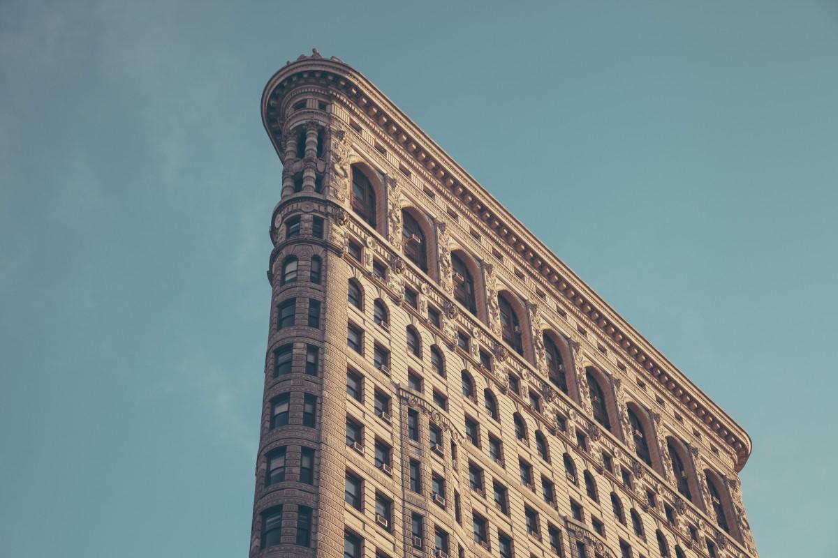 плоское здание архитектура