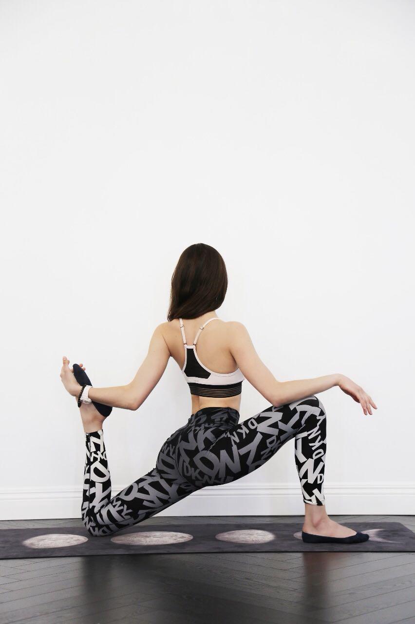вытяжение четырехглавой мышцы бедра
