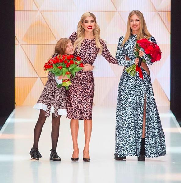 Белла Потемкина с дочкой Евой и Ритой Дакотой