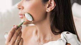Jade roller: все, что нужно знать о красивом массажёре для лица