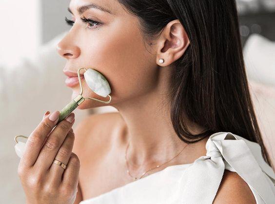 Jade roller: все, что нужно знать о красивом массажере для лица