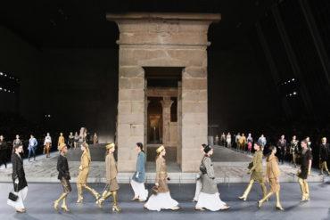 Пирамиды, фараоны и мифы: Chanel Pre-Fall 2019 в Древнем Египте