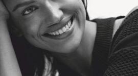 Снова без макияжа: Ирина Шейк на новой обложке Vogue