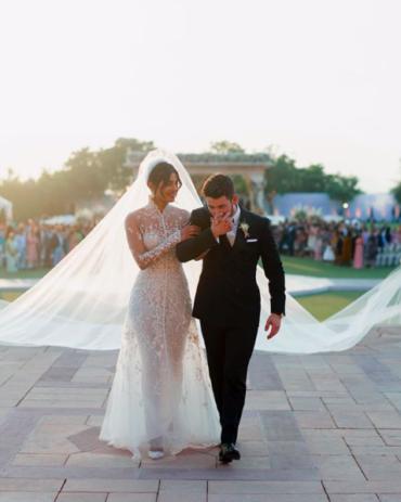 Две свадьбы — два платья! Как выходила замуж Приянка Чопра?