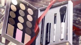 Идеи подарков на Новый год: косметические наборы от Bobbi Brown