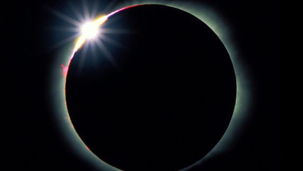 Лунное затмение: что это и какие украшения стоит надеть