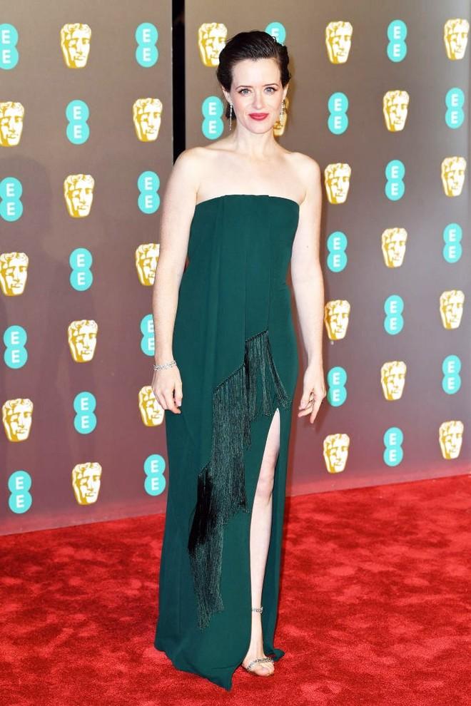 Клэр Фой в платье Oscar de la Renta