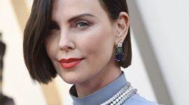 Шарлиз Терон и её тёмный боб на ковровой дорожке премии Оскар 2019