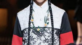 Великолепные причёски и отсутствие бровей на шоу Prada Fall 2019