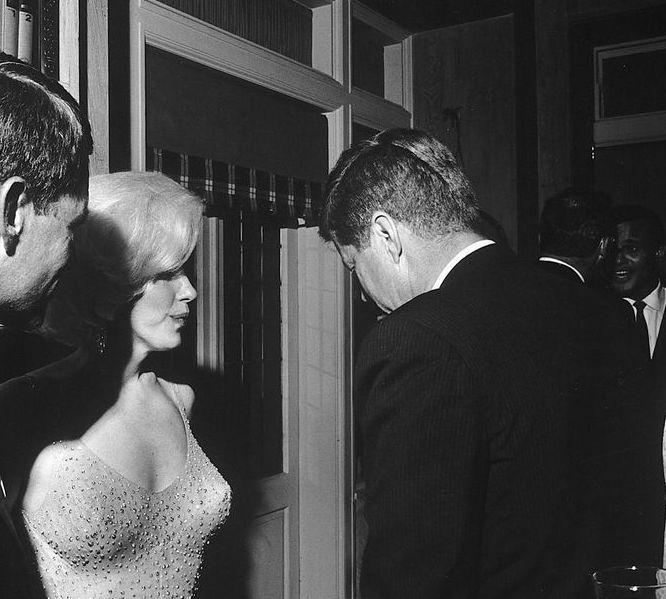 фотография Джона Кеннеди и Мэрилин Монро