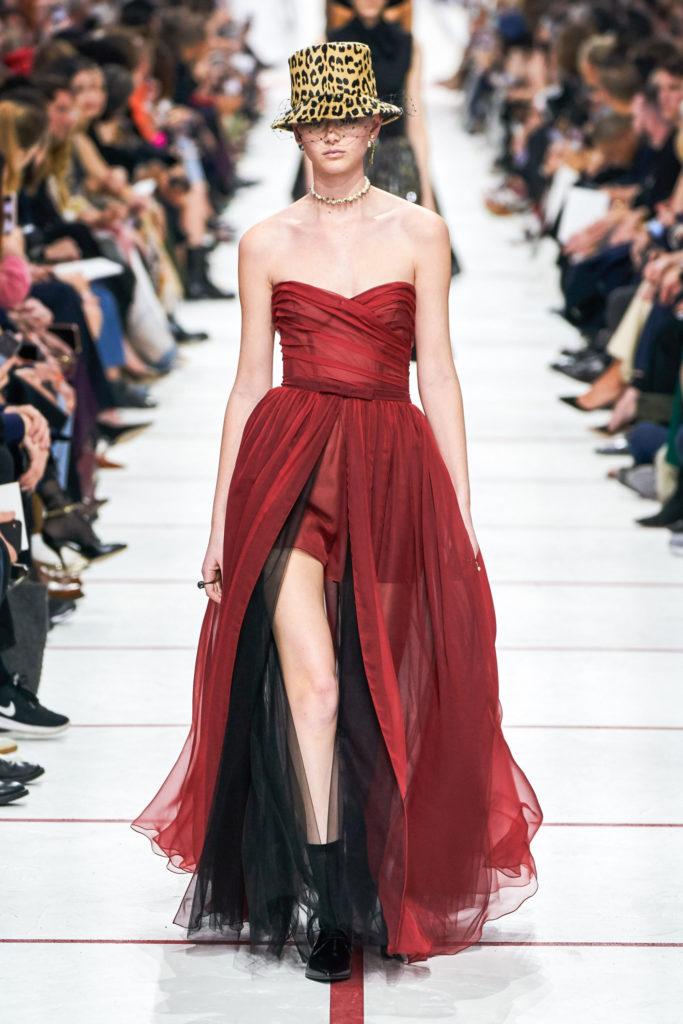 красное платье диор