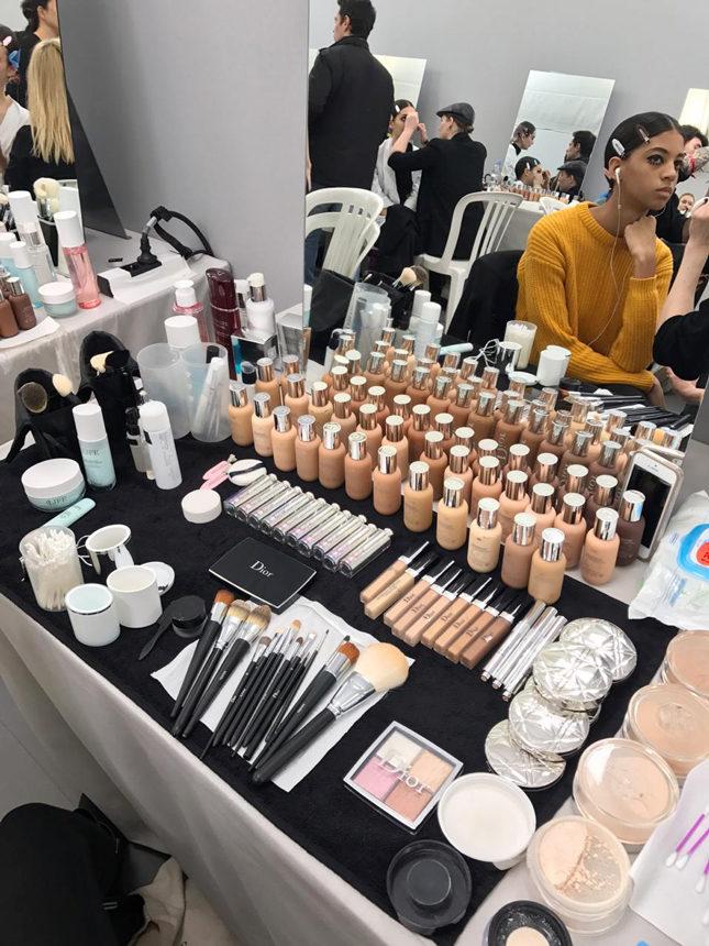 Средства для макияжа на показе Диор 2019