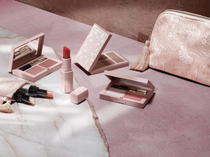 В новой коллекции макияжа Ulla Johnson х Bobbi Brown есть всё, что вам понадобится весной