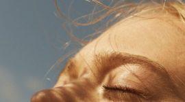 14 солнцезащитных средств, которые можно наносить под макияж
