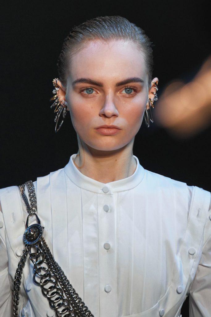 Сережки на показе Alexander McQueen Fall 2019