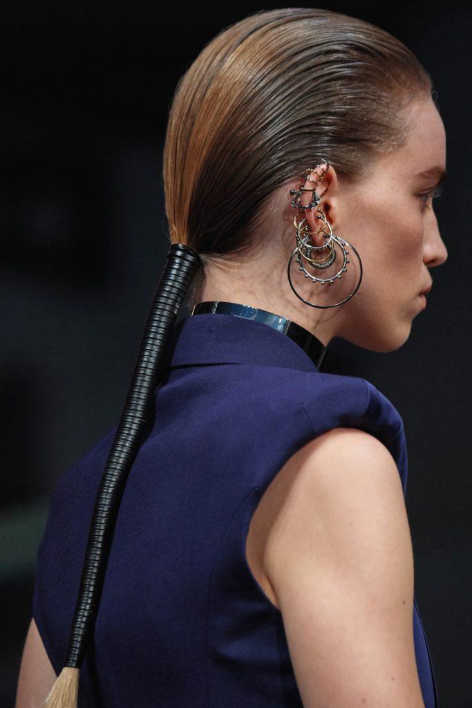 хвосты на показе Alexander McQueen Fall 2019