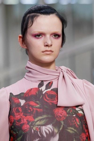 розовые тени на показе Valentino Fall 2019