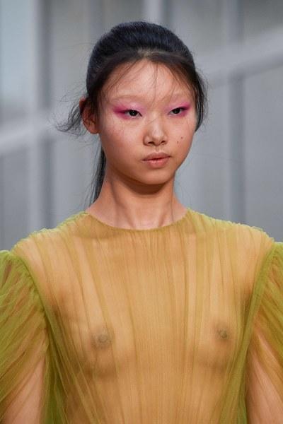 макияж глаз на показе Valentino Fall 2019