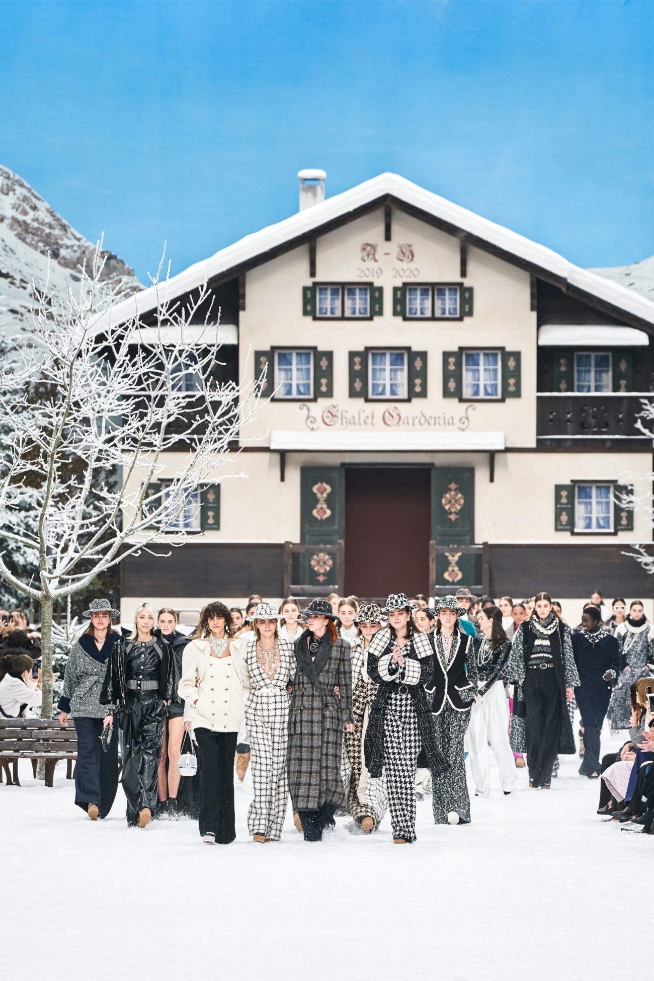 показ Chanel Fall-Winter 2019