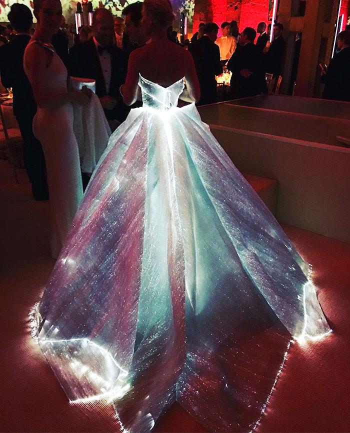 светящееся платье