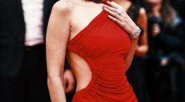 Белла Хадид на Каннском кинофестивале: lady in red