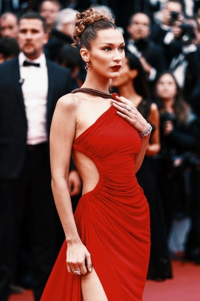 белла хадид красное платье