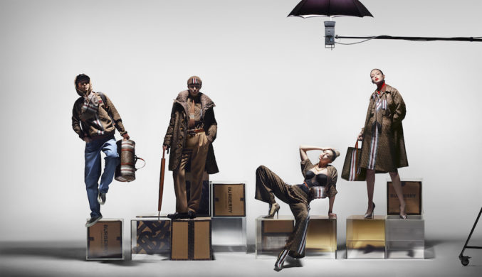 Новая коллекция Burberry посвящена монограмме бренда