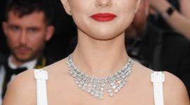 Бриллиант дня: Селена Гомес в ожерелье Bvlgari на открытии Каннского кинофестиваля