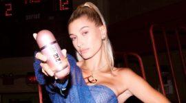 Спорт-шик: Хейли Бибер снялась в рекламной кампании аромата от Carolina Herrera
