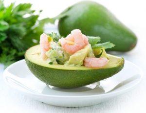 авокадо, креветки, маленькие порции