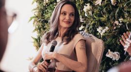 Чувственная и нежная: Анджелина Джоли в рекламе парфюма Guerlain