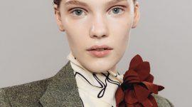 Виктория Бекхэм демонстрирует неожиданный для ее бренда макияж на лондонской Неделе моды