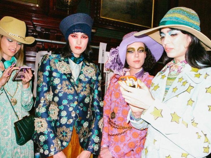 Феерия цвета и блесток на показе Marc Jacobs весна 2020