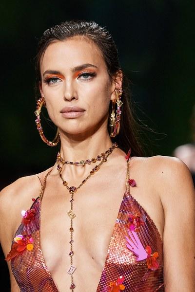 Ирина Шейк, Versace
