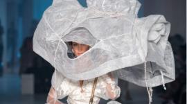 Свадебная прическа в стиле XVIII века на показе Vivienne Westwood