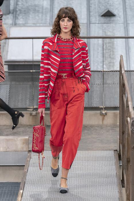 В Париже прошел показ Chanel SS 2020: в центре внимания – крыши, твид и самозванцы