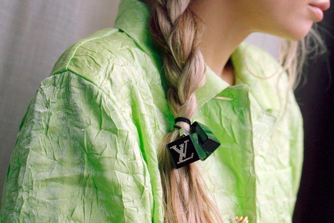 10 удивительно простых способов стилизовать волосы зимой