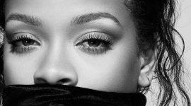 Рианна объявила о выпуске первой туши для ресниц