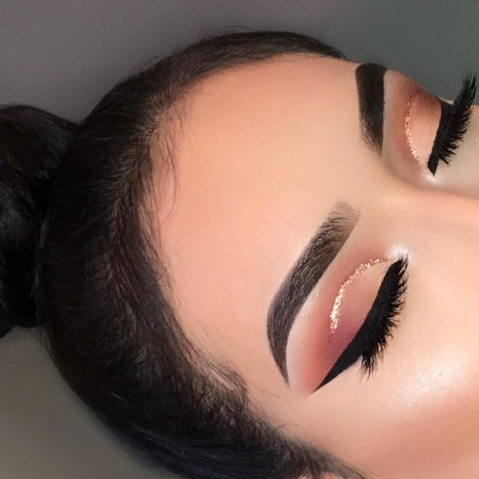 Cut crease: как создать эффектный макияж глаз