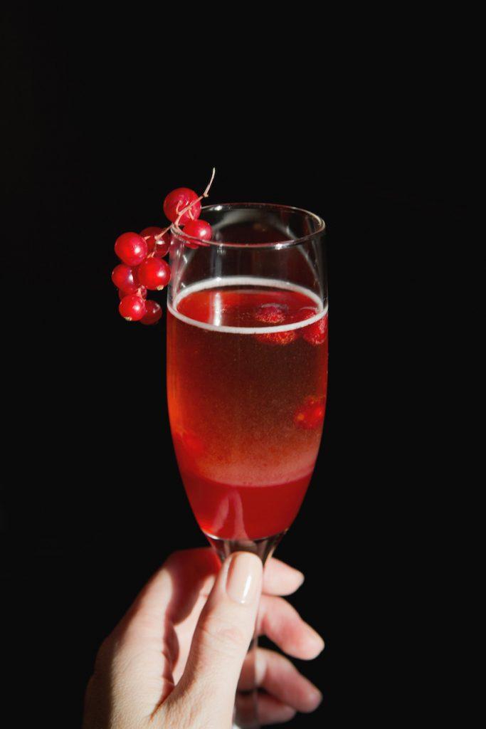 коктейль из малины и маракуйи