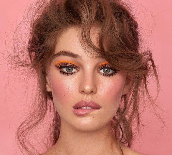 Smoky eyes от Armani: классика с ярким элементом