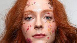 Тренд Tiktok: наклейки в макияже